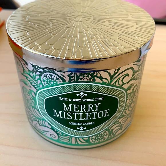 NEW Merry Mistletoe 3-Wick Candle B&B Works